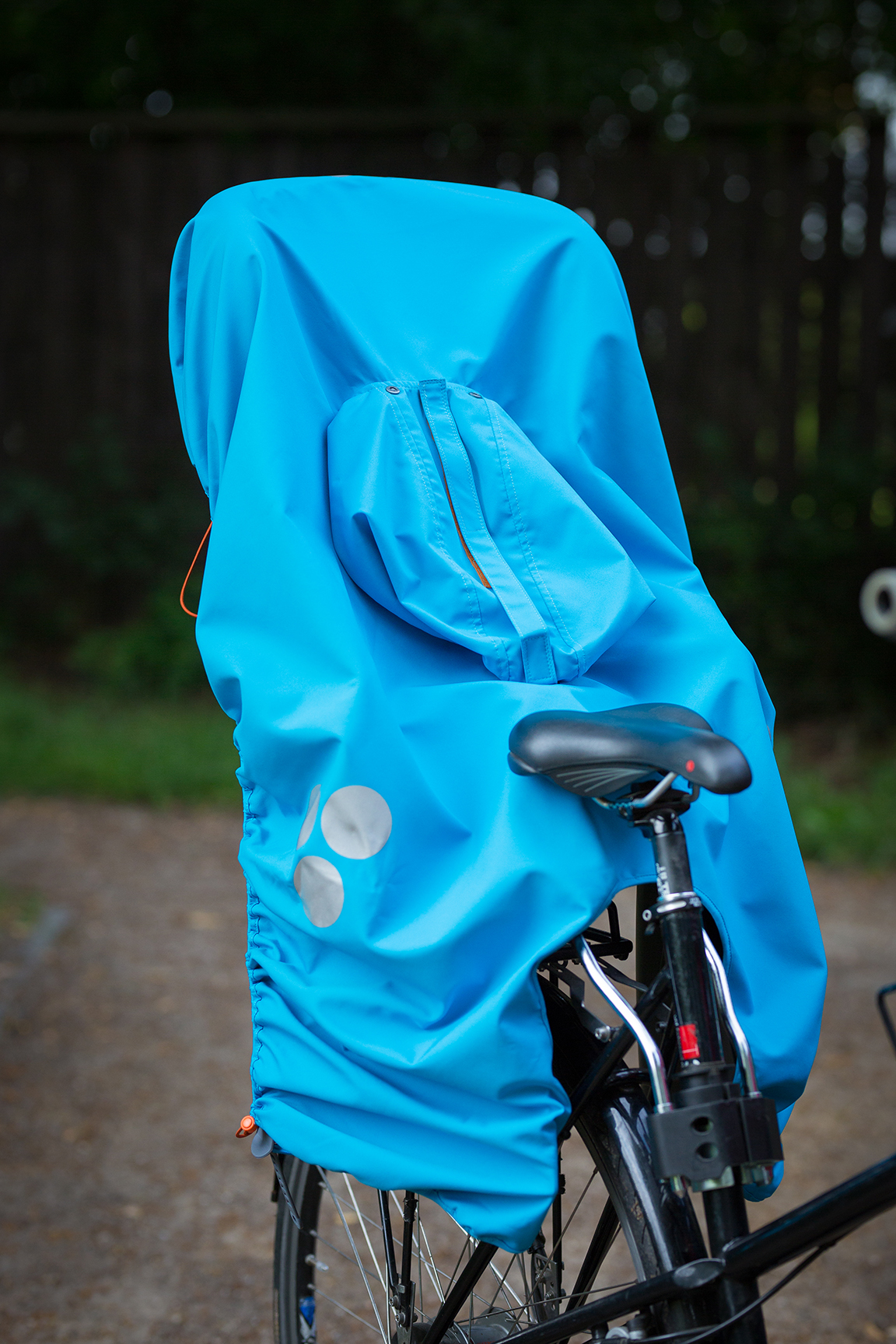 blue WichtelWarm cape is bike seat cover