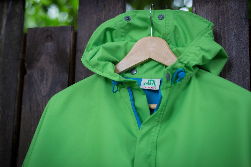 green WichtelWarm cape, upper part with hood