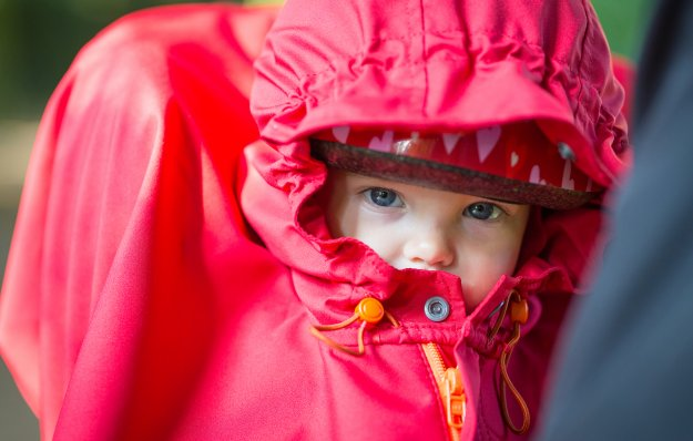 Baby snuggled up to red WichtelWarm bike cape